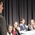 """Aufführung der Theater-AG der 9.Klasse:  """"Das Experiment"""""""