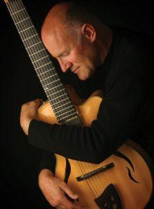 Gitarrenkonzert mit Cary Lewincamp @ Festsaal